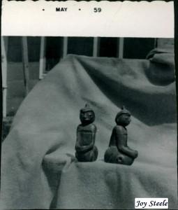 Strange_statues