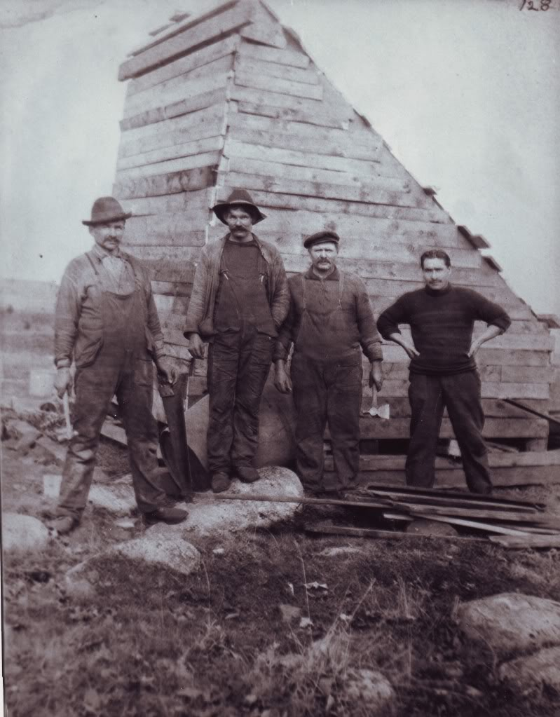 Workers by the Money Pit, 1909
